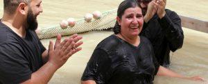 Oriente Médio: batizados no Rio Jordão
