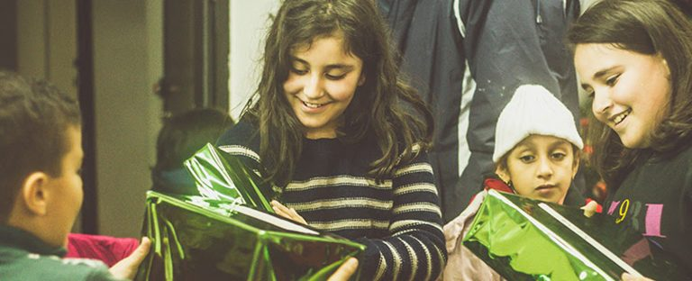 Oriente Médio: crianças sorrindo no Natal